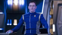 Captain-Gabriel-Lorca-played-by-Jason-Isaacs